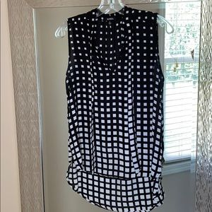 Black/white Sleeveless V Neck Top